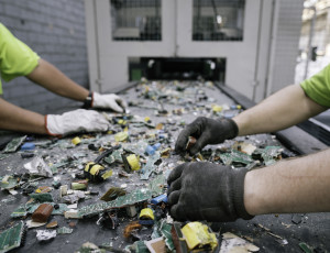 Pretreatment and mechanical dismantlement of electronic cards. Each year, 25,000 tonnes of WEEE are crushed and ground up at the firm's two sites in Le Havre in order to recover their precious contents - Credits: Olivier Roche