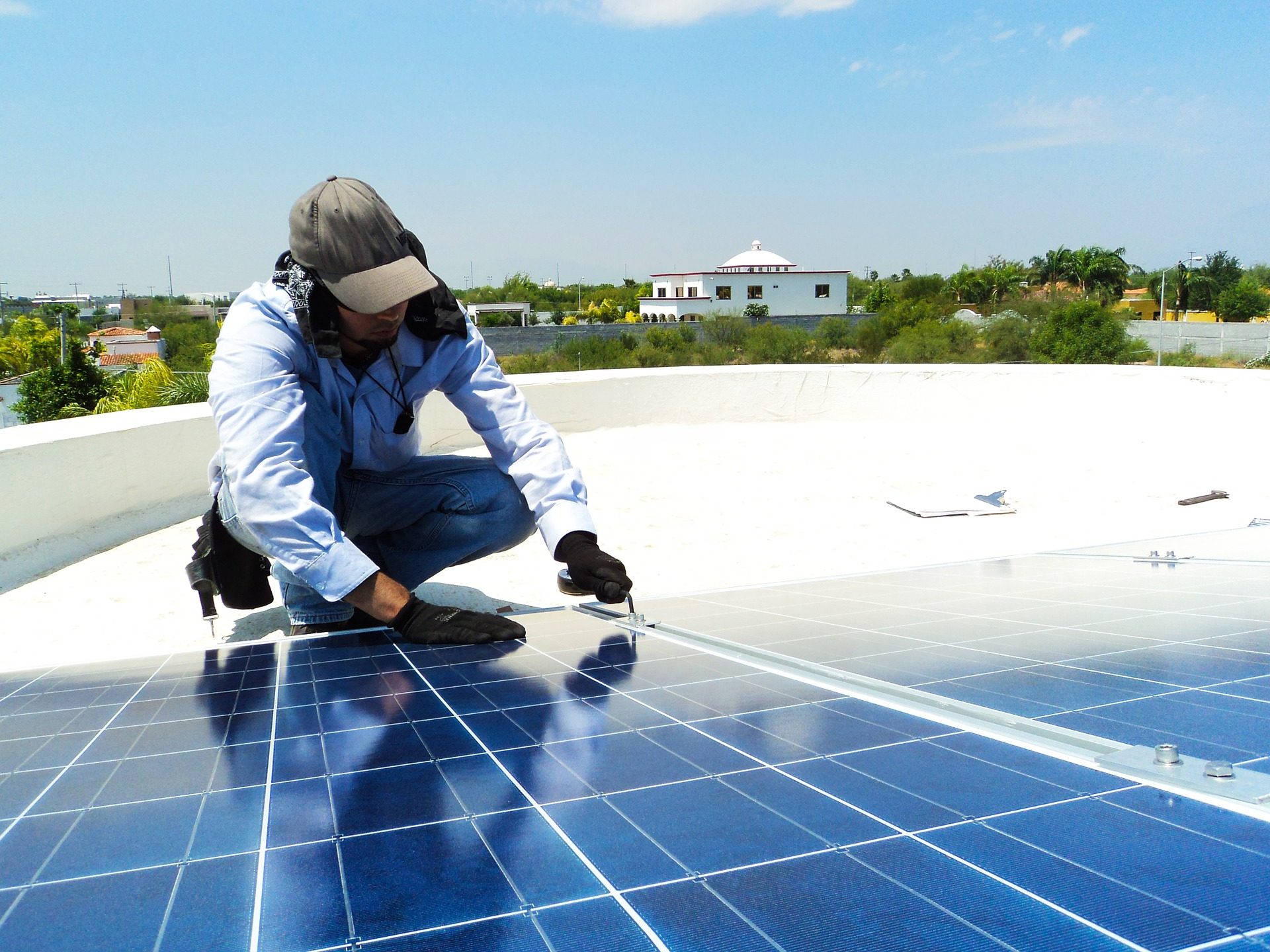 Thanks to pay as you go, the development of solar energy grew faster in Africa - Credits: African Business