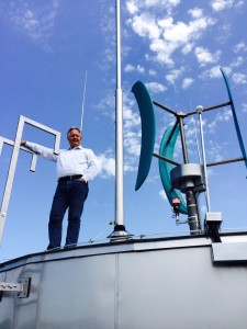 """Swirl's """"hybrid"""" wind turbine combines energy from the wind and the sun and adapts it to its environment, making it autonomous - Credits: SWIRL"""
